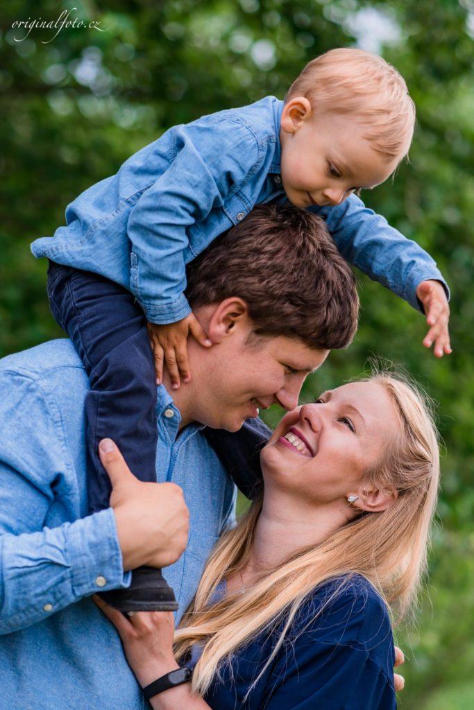 Focení rodin v přírodě - rodinný a svatební fotograf, www.originalfoto.cz