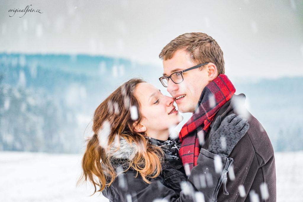 Zimní focení mladého páru na Vysočině - rodinný a svatební fotograf Havlíčkův Brod, www.originalfoto.cz